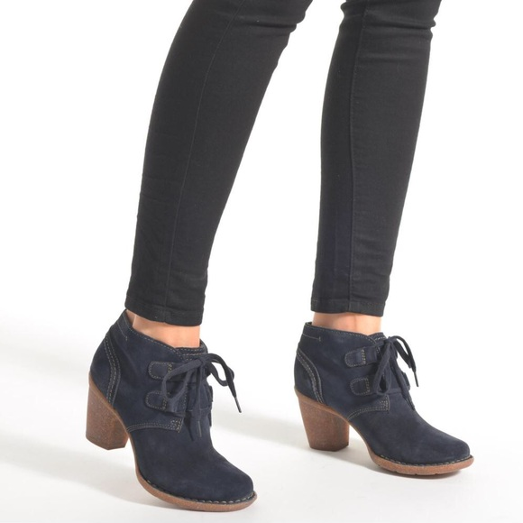 2020 new style forefront of the times NWOB Clarks Carleta Lyon Women's Boots